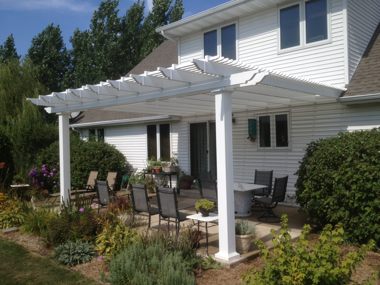 Attached vinyl pergola with 7 square columns (2) - Peoria ...